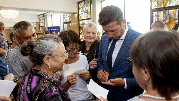 Звездные гости Шукшинского фестиваля-2019 прошли по красной дорожке.