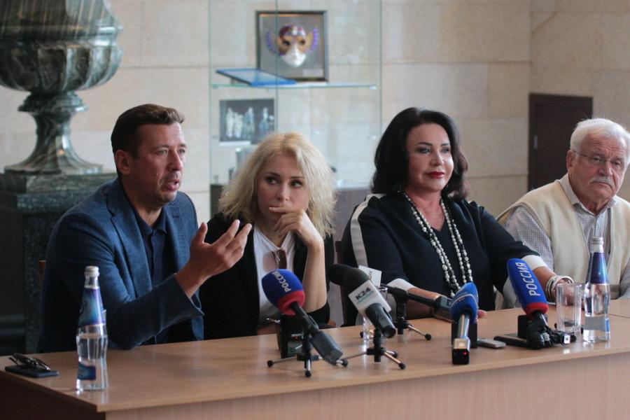 """Пресс-конференция артистов спектакля """"Калина красная""""."""