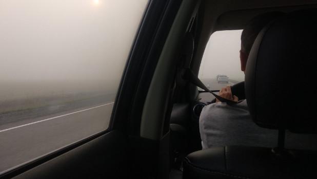 Туман и смог на трассе в Горный Алтай.