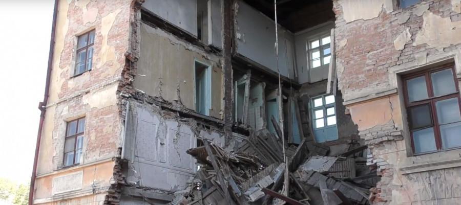 """Здание бывшей гостиницы """"Алей"""" в Рубцовске."""