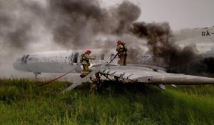 Учения по тушению горящего самолета.