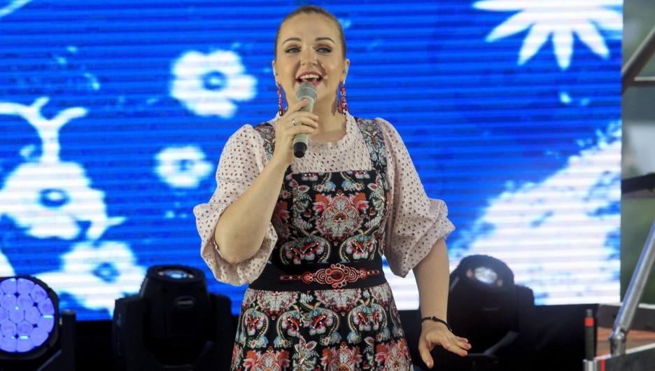 Марина Девятова на Шукшинском фестивале в Сростках.