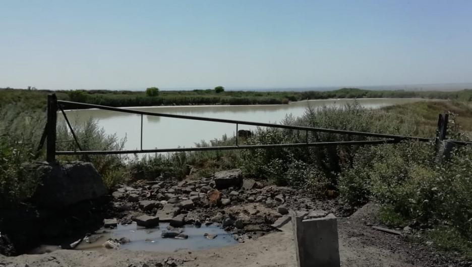 Полигон жидких отходов и свалка в Усть-Калманке.