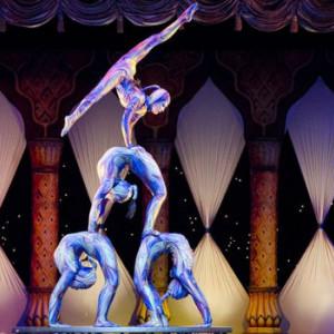 Акробаты. Цирк.
