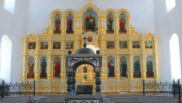 Иконостас в реставрируемой церкви в Курье.