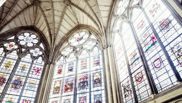 Церковь. Религия. Витраж