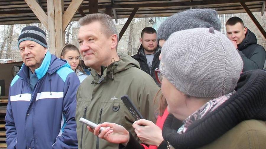 Павел Тулин (второй слева).