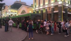 В Красноярск прибыли эвакуированные из зоны ЧС.