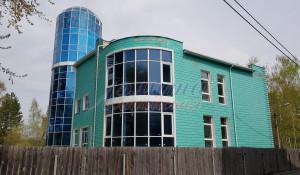 В Барнауле продают необычное здание с башней.