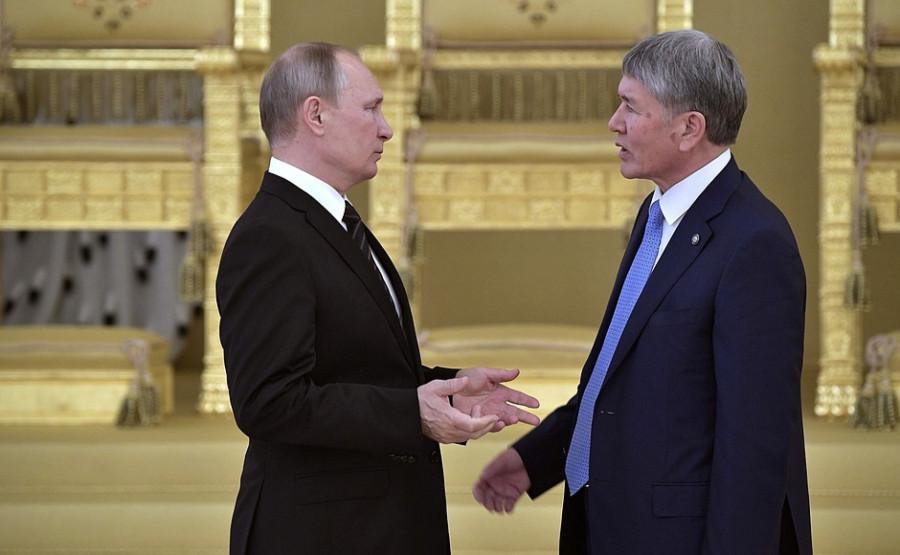 Владимир Путин и экс-президент Кргизии Алмазбек Атамбаев.