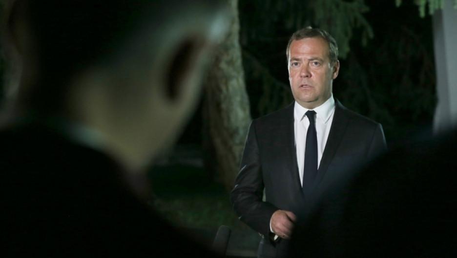 Премьер-министр РФ Дмитрий Медведев в Киргизии.