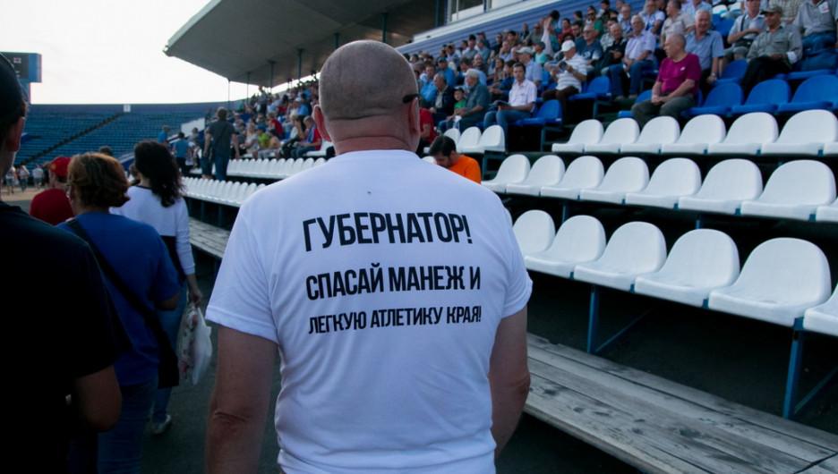 Жители Барнаула просят губернатора сохранить легкую атлетику в манеже