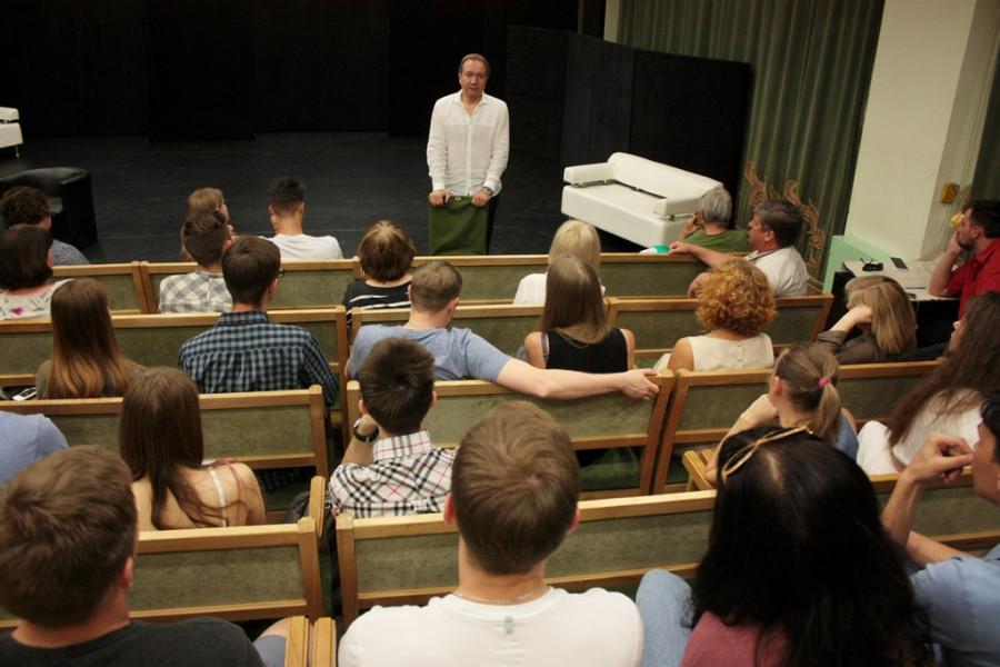 Эскизы лаборатории #Всмысле в Молодежном театре Алтае.