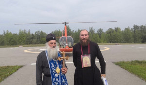 Митрополит Барнаульский и Алтайский Сергий и протодиакон Владимир Черных.