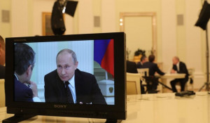 На экране монитора - Владимир Путин.