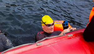 Фальк Тишендорф совершил заплыв по Телецкому озеру.