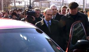 Владимир Путин сел за руль автомобиля «Волга» ГАЗ-3111, 2000 год.