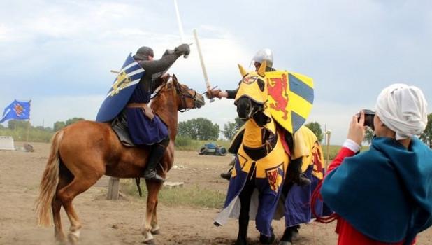 Рыцарские бои и состязания лучников под Бийском