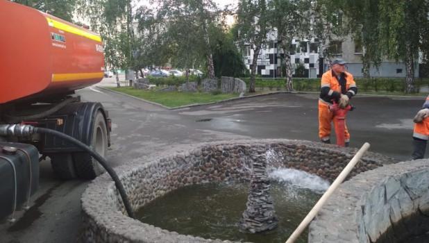 Очистка фонтана на ул. Молодежная.