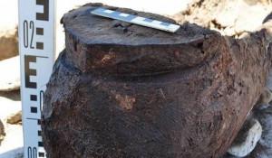 Археологи нашли на Алтае детскую погребальную колоду в виде лодки.