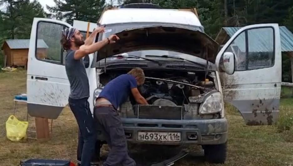 """Путешественник на """"ГАЗели"""" застрял в Алтайском крае."""