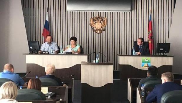 Депутаты всех фракций краевого Заксобрания встретились с бийскими коллегами 27 августа.
