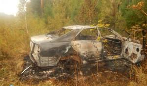 Сгоревшая Toyota Camry.