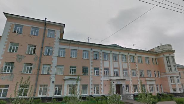 Здание поликлиники на пр. Калинина, 16.