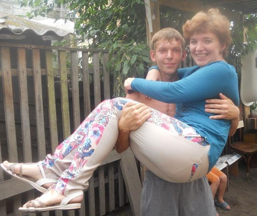 Алексей Богданов с мамой.