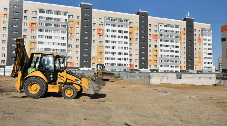 Вячеслав Франк на строительстве детсада в квартале 2006а.