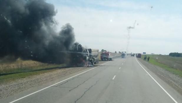 5 сентября 2019 на алтайской трассе загорелся грузовик
