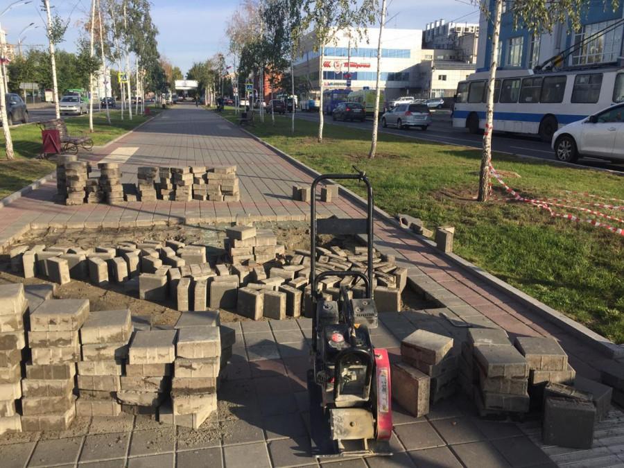 Подрядчик восстановит плитку на пр. Ленина.