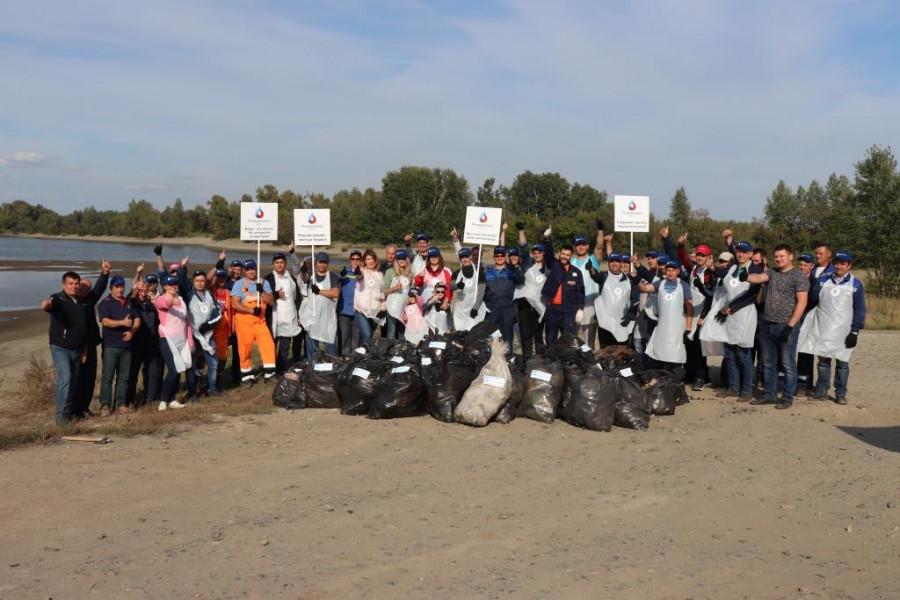 «Росводоканал Барнаул» очистил берег Оби от мусора.