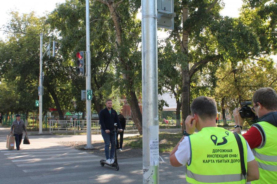 «Дорожная инспекция ОНФ» проверяет качество дорог Барнаула.