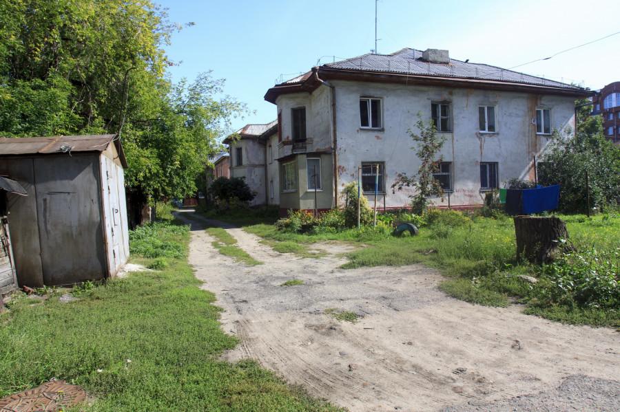 Ветхие дома на ул. Партизанской в Барнауле.