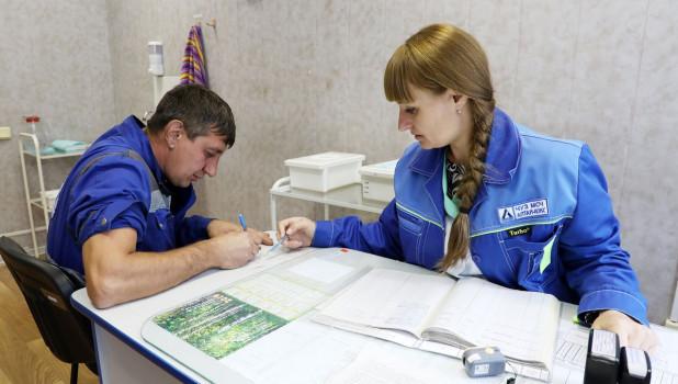 Алтай-Кокс начал ежегодную вакцинацию сотрудников.
