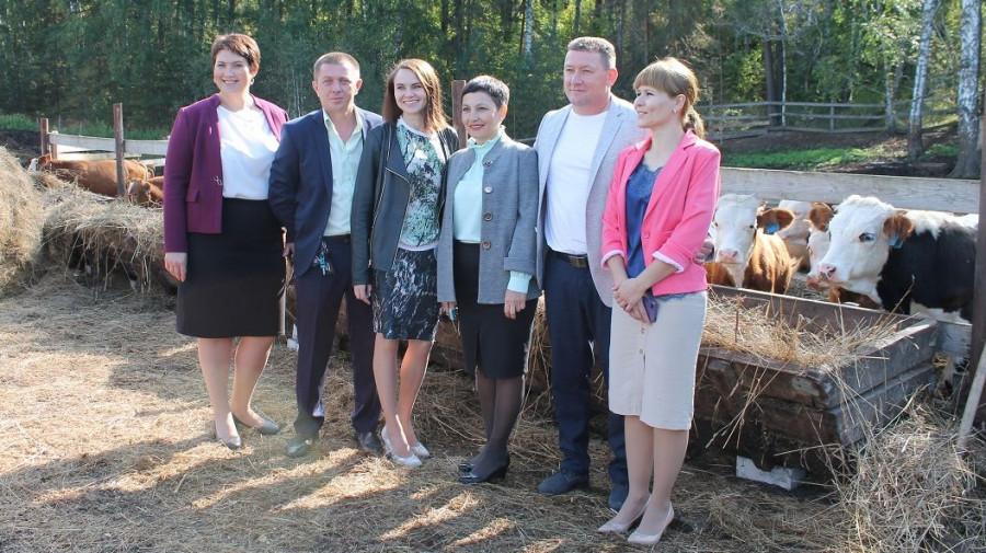 Каманда развития села Зудилово и глава Россельмолодежи Юлия Оглоблина (третья слева).