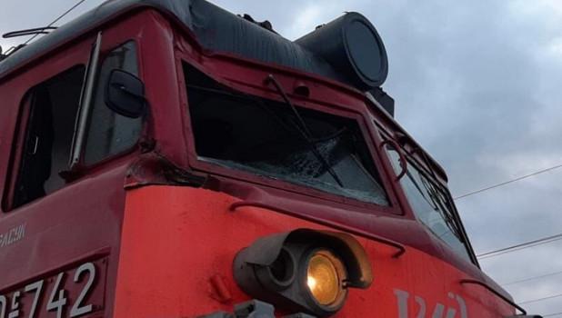 Столкновение поезда с вышкой монтажно-восстановительной автомотрисы.