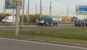 Кроссовер перевернулся в Барнауле.