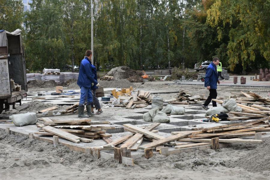 Строительство пешеходного фонтана в сквере на улице Панфиловцев, 22.