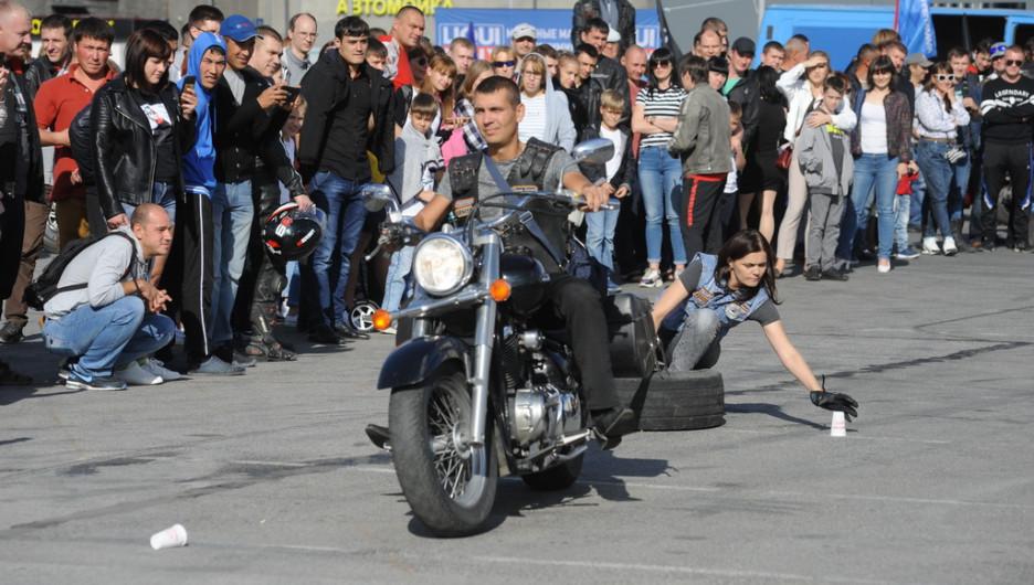 Байкеры весело закрывают летний сезон в Барнауле.