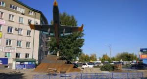 Ремонт памятника-самолета Л-39 в Барнауле.