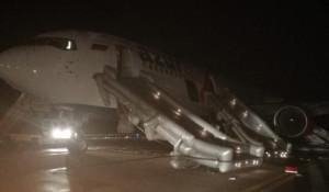 Boeing-767 после аварийной посадки в барнаульском аэропорту.