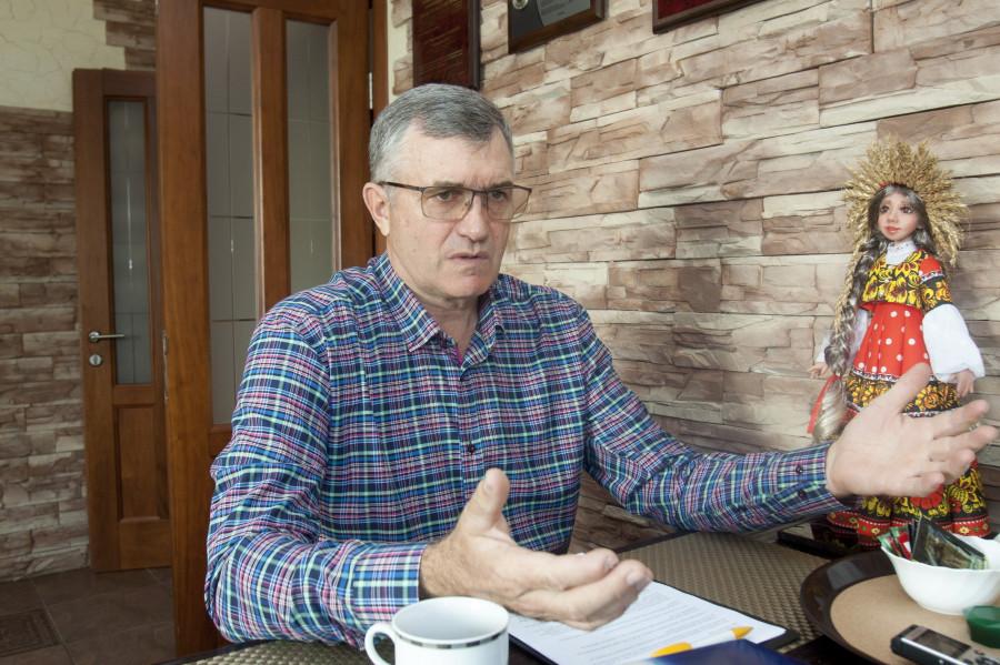 Руководитель фермерского хозяйства Владимир Устинов.