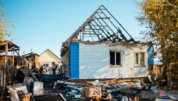 Последствия пожара в доме в Камне-на-Оби.