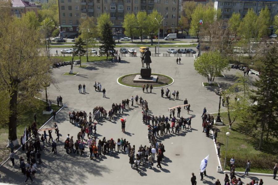 """Студенты """"политеха"""" построились в звезду Победы."""