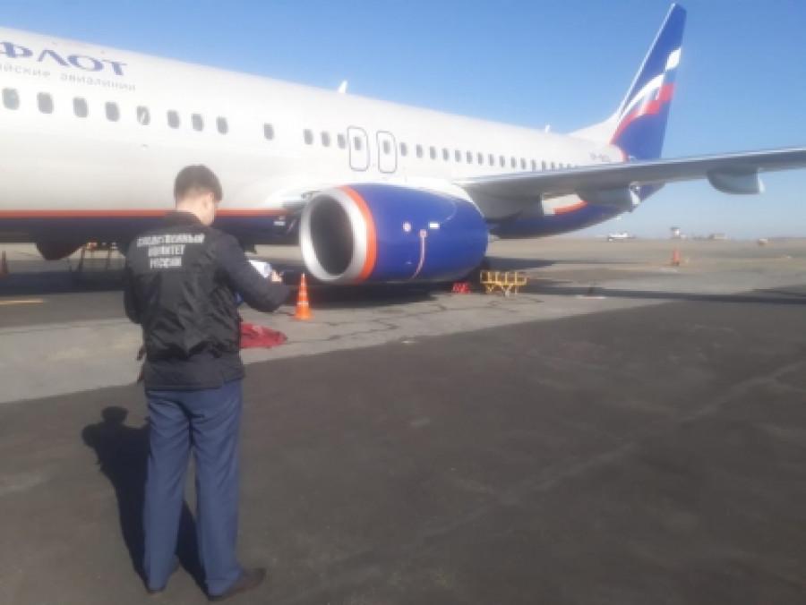 Следователи осматривают Boeing.