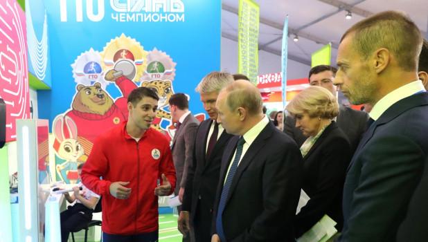 Владимир Путин на спортивном форуме.