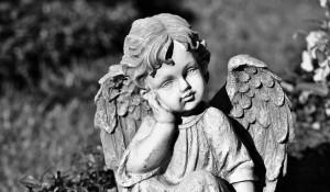 Могила, ангел.