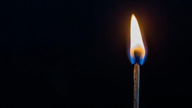 Спичка, огонь.